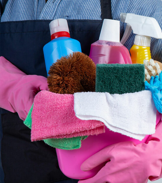 young-woman-with-rubber-gloves-ready-to-clean2